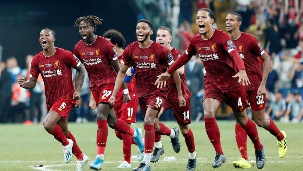 El partido entre los dos campeones de Europa se fue a tiempo extra. Foto Reuters