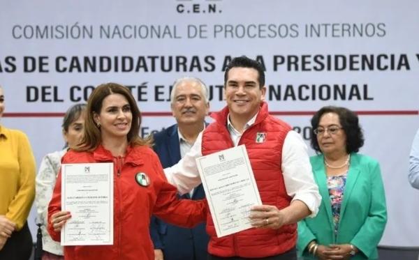 Recibió constancia mayoría que lo acredita como presidente del Comité Ejecutivo Nacional. Foto PRI
