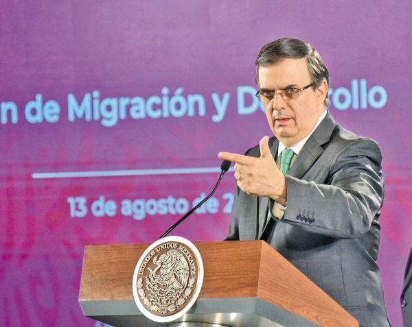 ANUNCIO. El canciller aseguró que tendrán a prueba, durante 8 meses, a los beneficiarios. Foto: Daniel Ojeda.