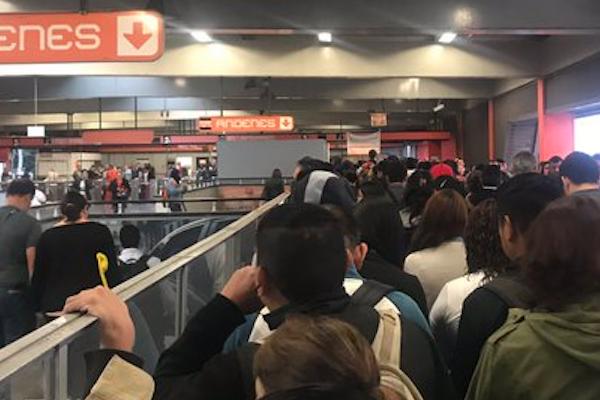 Caos-en-la-Linea-7-del-Metro-CDMX