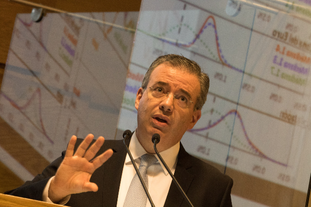 Alejandro Díaz de León durante una  conferencia de prensa. FOTO: Cuartoscuro.