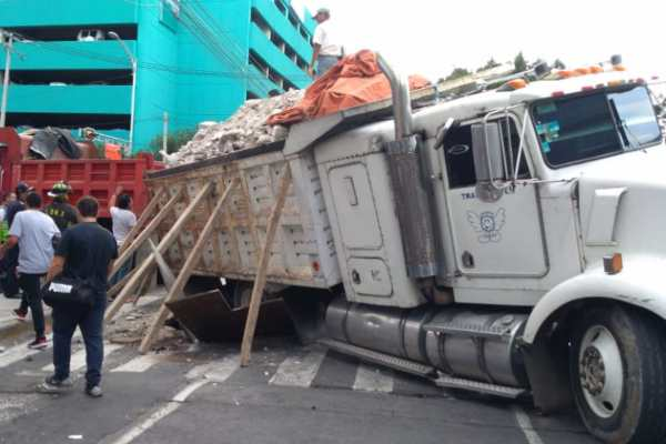Hasta el momento no se reportan personas lesionadas. Foto: @GaboOrtega73