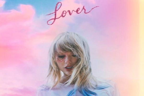 Taylor Swift estrenó esta noche su más reciente sencillo titulado Lover, el cual le da nombre a su séptimo álbum de estudio. Foto: Twitter