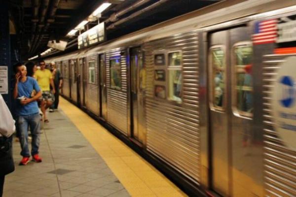 La Policía de Nueva York descubrió un par de ollas de presión en el metro de NY.