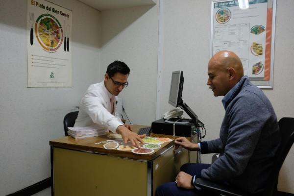Cómo controlar la hipertensión por minuto