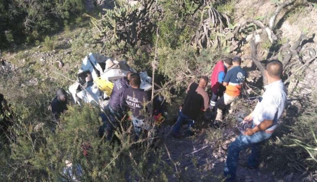 Cae_camioneta_barranco_Zimapán_Hidalgo_reportan_víctimas