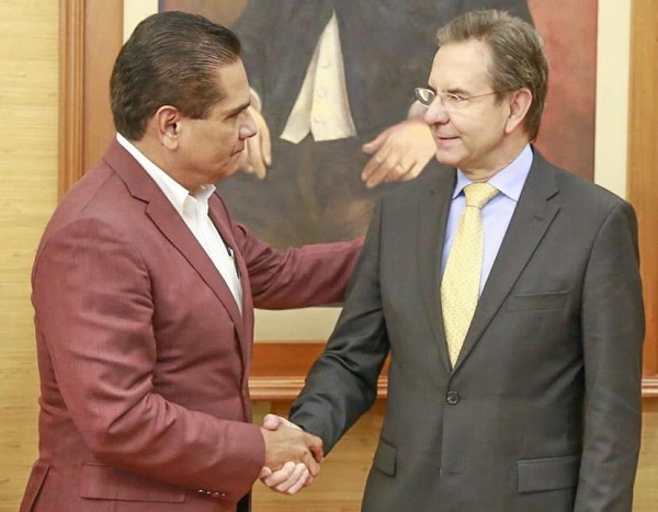 En la imagen, el gobernador Silvano Aureoles y el titular de la SEP, Esteban Moctezuma. Foto: Especial