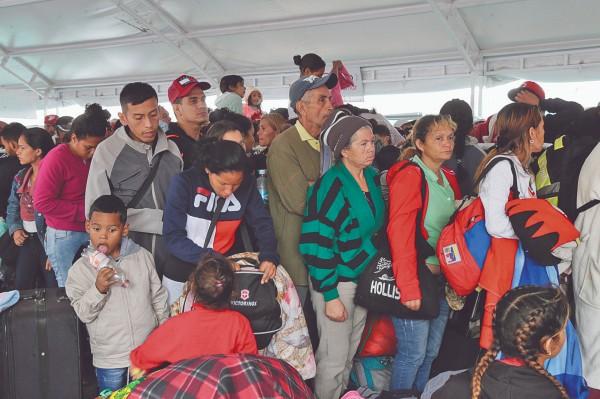 HUYEN. Cinco millones de venezolanos han salido de su país por la crisis económica. Foto: AP