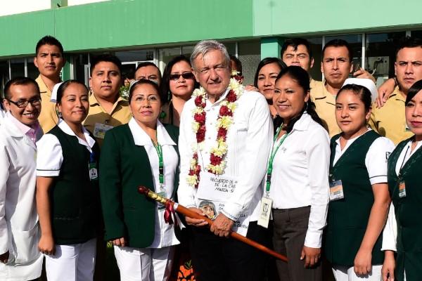 El Presidente ha recorrido hospitales en Chiapas, Oaxaca, San Luis Potosí, Hidalgo, Zacatecas, Estado de México, Durango Durango, Puebla y Michoacán. FOTO: Cuartoscuro