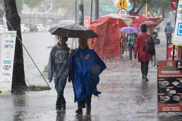 Prevén lluvias intensas en el sureste; hay zona con potencial ciclónico: MAPA