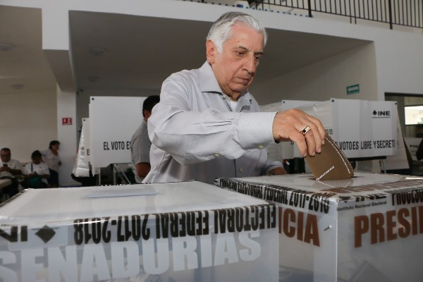 Gobernador de Tabasco evita hablar sobre denuncias contra Arturo Núñez