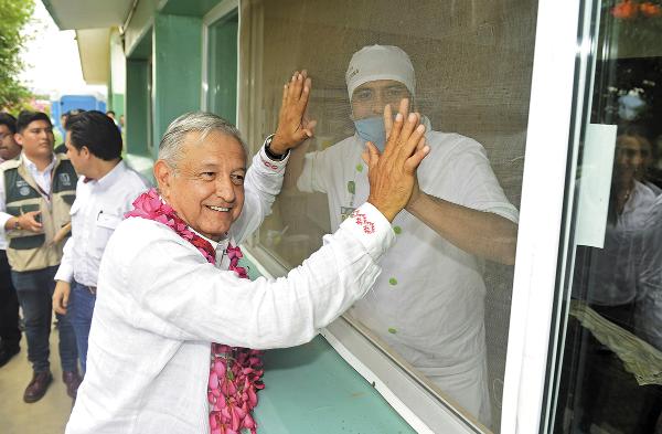 VISITA. El Presidente resaltó la importancia de contar con mejores servicios de salud en las zonas rurales del país. Foto: Especial