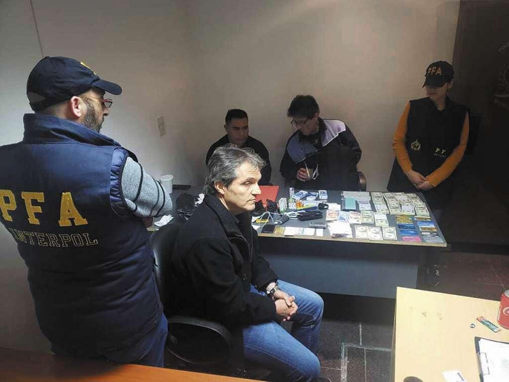 CUSTODIA. Carlos Ahumada fue detenido en Buenos Aires, Argentina, este viernes. Foto:  Cuartoscuro