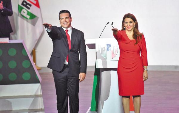 CAMBIO. Alejandro Moreno (presidente) y Carolina Viggiano (secretaria), ayer, rindieron protesta. Foto: Pablo Salazar Solís