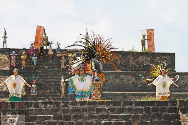 El 2 de julio, en Teotihuacán se llevó a cabo el encendido del Fuego Nuevo hacia los Juegos Panamericanos. Foto: Daniel Ojeda
