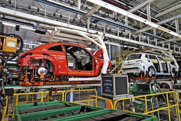 Las condiciones de las fábricas afectan el desarrollo neurológico de los empleados. Foto:  Enfoque