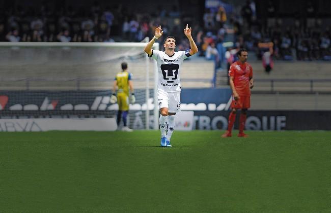 LUJO. Víctor Malcorra doblegó al portero Sebastián Jurado con un tiro libre de zurda, directo al ángulo, a los 64 minutos. Foto: Mexsport