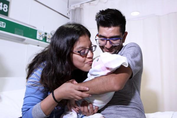 A través de Sala de Atención Amigable del IMSS, mujer sordomuda da a luz a bebé de 3 kilos de peso