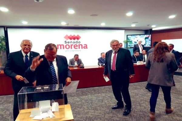 Senadores de Morena eligen nuevo presidente de Mesa Directiva