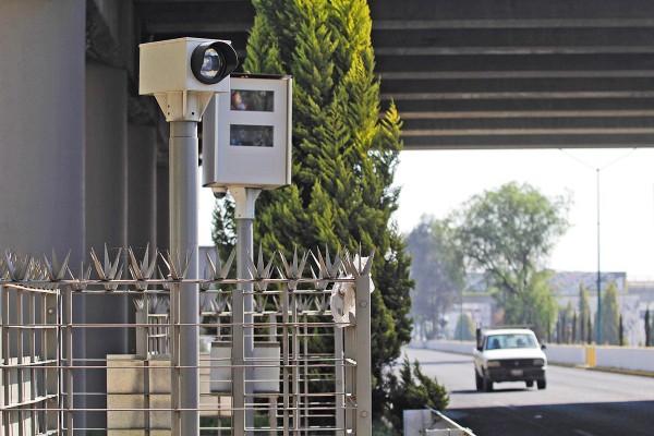 Las cámaras detectan a automovilistas que rebasan los límites de velocidad. Foto: Enfoque