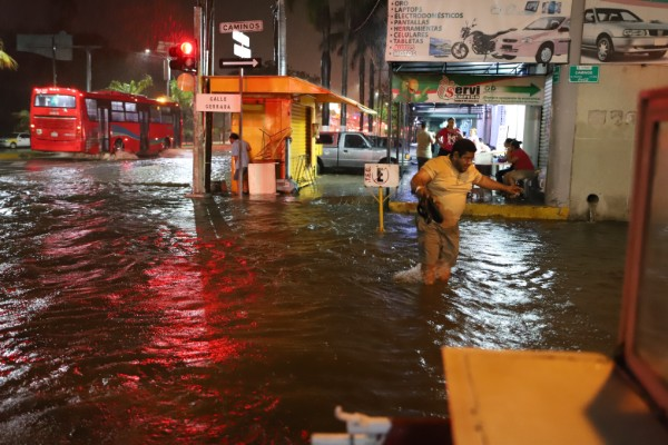Luvia_Acapulco-inundacion (1)