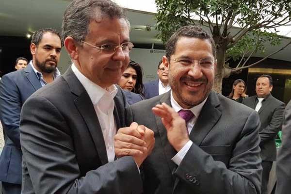 El actual presidente del Senado difundió su encuentro con uno de los funcionarios más cercanos al presidente Andrés Manuel López Obrador. FOTO: Especial