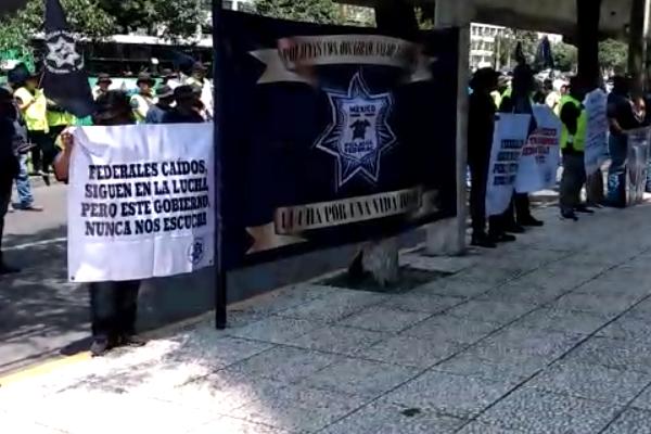 Periferico protesta policias federales