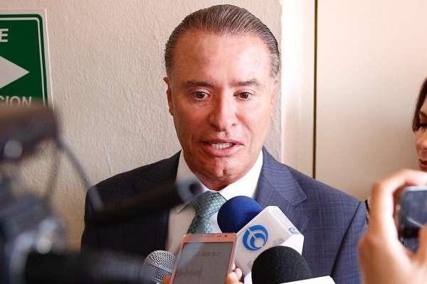El mandatario estatal dijo sentirse muy contento por este acuerdo, el cual fue el resultado de un trabajo en equipo. Foto: Especial