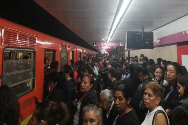 Avería de tren en estación Merced genera alta concentración de usuarios en Línea 1: VIDEO