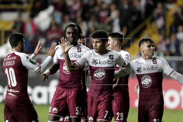 Saprissa_toma_ventaja_frente_defensivo_Águila_Liga_Concacaf