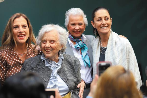 ANIVERSARIO. Las principales mujeres de las 4T recordaron la labor de Leona Vicario. Foto: Víctor Gahbler