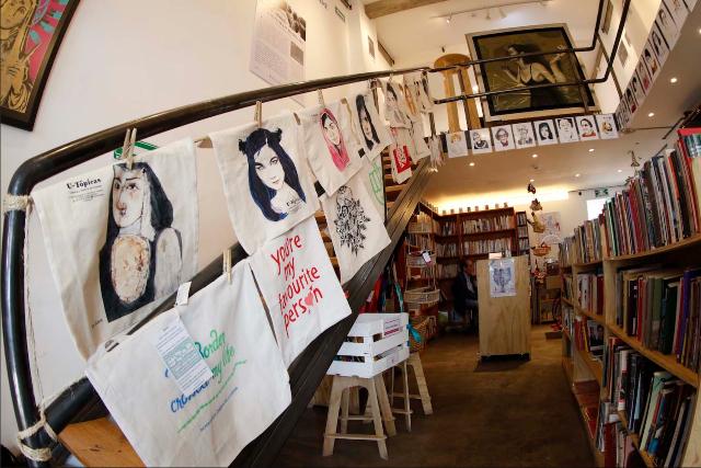 Vista interior de la librería y galería de U-Tópica. FOTO: U-Tópica.