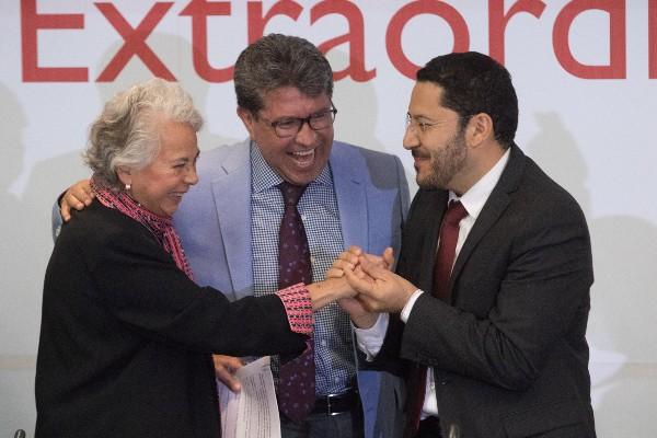 Olga Sánchez Cordero, Ricardo Monreal Ávila y Martí Batres, durante su reunión plenaria del período extraordinario de la Cámara Alta.  FOTO: MOISÉS PABLO /CUARTOSCURO.COM