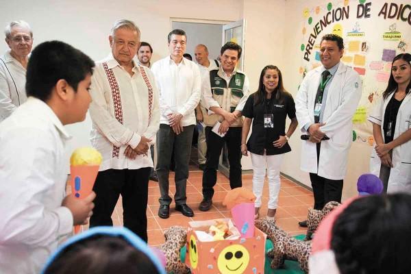 López Obrador dijo que el reto es el abasto de medicamentos y de doctores. Foto: Especial