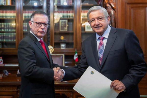 El embajador de Venezuela y el presidente López Obrador. Foto:Twitter @lopezobrador_ 