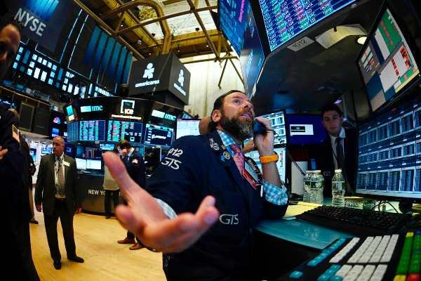 Wall Street se hunde después de que Trump pide a las empresas de EU dejar China