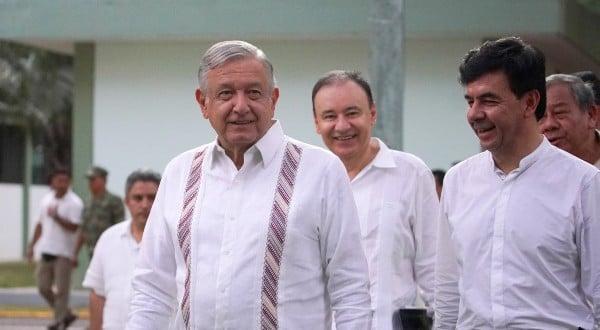 GIRA. El Presidente estuvo en Tabasco, con Alfonso Durazo y Zoé Robledo. Foto: Cuartoscuro