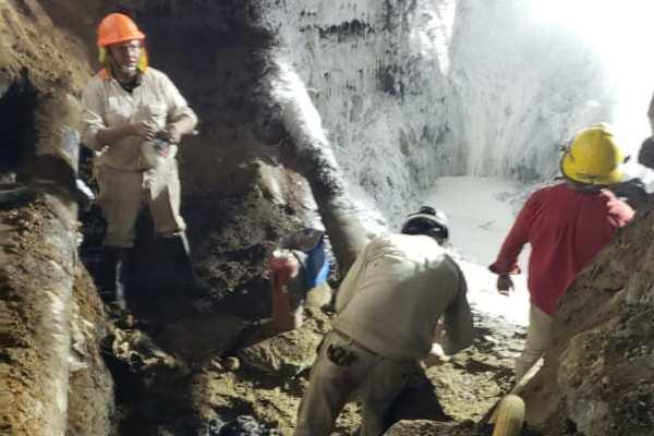 Al menos seis trabajadores resultaron lesionados por la explosión de la toma. Foto: Israel Lorenzana