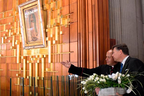 Embajador_EU_México_visita_Basílica_Guadalupe