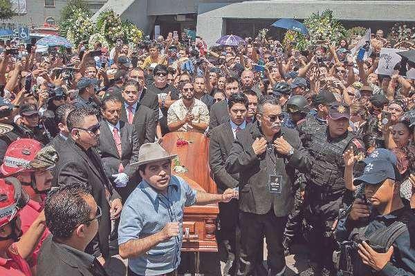 HOMENAJE. En la Basílica de Guadalupe de Monterrey se llevó a cabo una misa. Foto: AFP