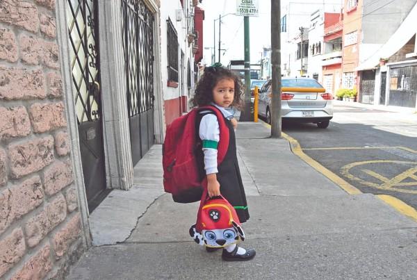 FATIGA. El peso de la carga acentúa posturas inadecuadas. Foto: Daniel Ojeda