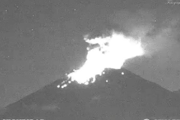 Las autoridades colocan el semáforo de actividad volcánica en amarillo, es decir, Fase 2.  Foto: Twitter @PC_Estatal