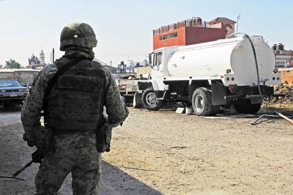 APOYO. La Guardia Nacional colabora con los municipios para combatir el huachicol. Foto: Enfoque
