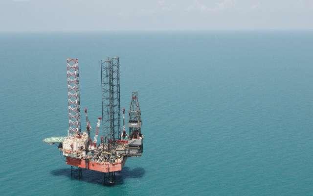 Plataforma petrolera en medio del océano. FOTO: Cuartoscuro.
