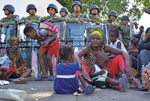 ESPERA. Extracontinentales bloquearon el acceso a la estación Siglo XXI. Foto: REUTERS