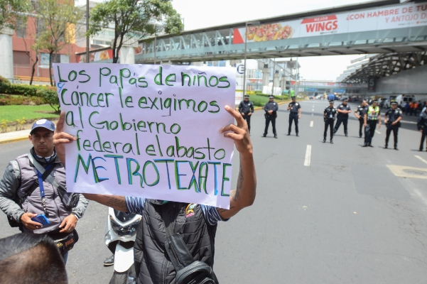 Protesta_aeropuerto_camcer_niños
