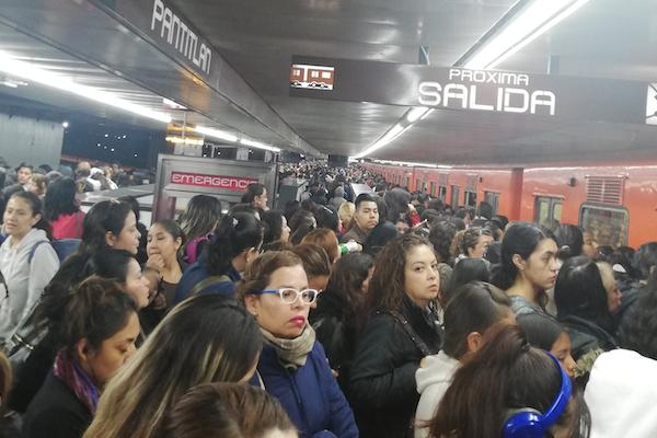 Metro_CDMX_Retrasos_reporte_quejas_redes_Sociales_hoy_27_agosto