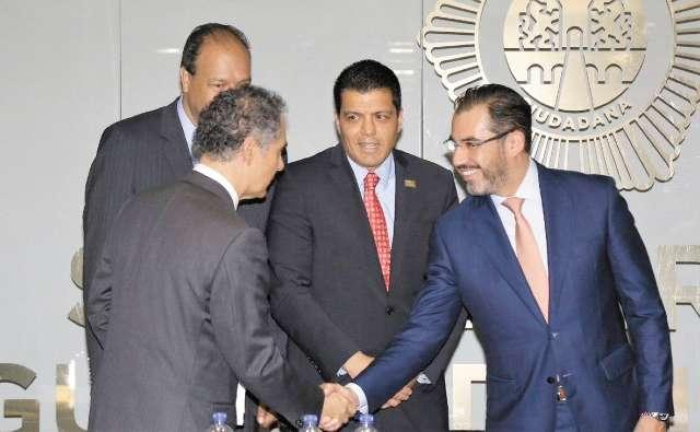APP. Jesús Orta firmó un convenio interinstitucional entre empresas y asociaciones. Foto: Especial