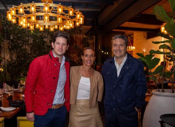 AGRADABLE PLÁTICA. Joel García Luna, Mariana Braun y Rodrigo Flores. Foto: Yaz Rivera.