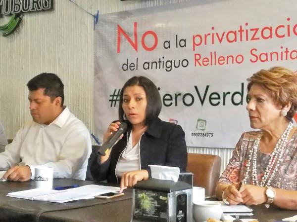 RECLAMO. La regidora Liz Nava (izq.) cuestionó la urgencia para privatizar los espacios públicos. Foto: Leticia Ríos